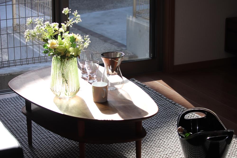 長崎市,SEIBU,分譲,土地,新築,マイホーム,施工事例,リビング,おうちカフェ,ティータイム,野花,インテリア,暮らし,明るい,シンプル,ベストライフの家,ウッディ―,心地のいい家,